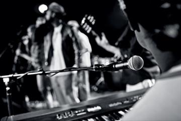 Shure SM58 dynamisches Gesangsmikrofon für Live- und Studio-Anwendung -